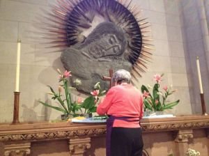 A member of the Washington National Cathedral Altar Guild